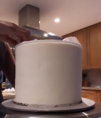 Sharpest cake edges from CakeSafe disks.