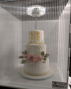 How to deliver a cake?